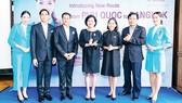 Bà Ureerat Ratanaprukse (giữa) - Tổng lãnh sự Hoàng gia Thái Lan tại TPHCM, trong buổi họp báo của Bangkok Airways