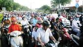 Hạ tầng giao thông TPHCM luôn quá tải vì phát triển không kịp sự gia tăng của dân số