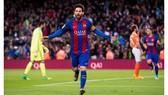 Messi lập cột mốc 100 bàn trong 122 trận đấu