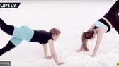 Tập yoga trên tuyết