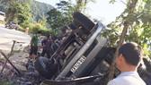 Hiện trường vụ lật xe trên đèo Lò Xo