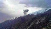 Khói bốc lên từ hiện trường máy bay Thổ Nhĩ Kỳ rơi ở Iran ngày 11-3-2018. Ảnh: PRESS TV