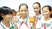 Trẻ em vui vì có nước sạch để sử dụng