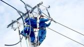 Thi công cải tạo lưới điện đảm bảo cấp điện mùa khô