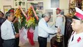 """Các đoàn đến """"Nhà Bác Hồ"""" dâng hương tưởng niệm Chủ tịch Hồ Chí Minh"""