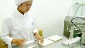 Sản xuất thuốc tại một nhà máy trong nước