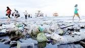 Rác thải nhựa trên đảo Nusa Penida tại Bali, Indonesia