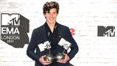 Shawn Mendes - Nghệ sĩ có nhiều người hâm mộ nhất (EMA 2017)