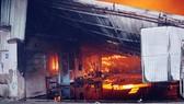 khu nhà xưởng của một công ty gỗ tại Đồng Nai bốc cháy dữ dội