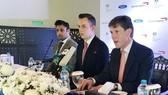 Phó Cao ủy Anh tại Pakistan Richard Crowder, Robert Williams, Giám đốc Kinh doanh Châu Á Thái Bình Dương và Trung Đông của British Airways và Zulfi Bukhari, Trợ lý Đặc biệt về người Pakistan và Phát triển nhân lực ở nước ngoài (từ phải sang) trong cuộc họ