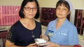 Bà Quy đã đến Bệnh viện Chợ Rẫy và được chị Oanh trao lại đầy đủ số tài sản bỏ quên