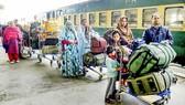 Tàu Samjhauta Express chờ đợi khởi hành từ Ấn Độ đến Pakistan sau khi hai nước đồng ý bắt đầu nối lại hoạt động vận tải đường sắt