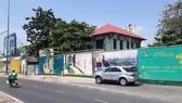 """Dự án Khu phức hợp TTTM - căn hộ tại 628-630 Võ Văn Kiệt (Quận 5) có diện tích hơn 31.000m² có nguồn gốc """"đất công"""" do Tập đoàn Điện lực Việt Nam quản lý đang bị """"đắp chiếu"""" do vướng việc xác định tiền sử dụng đất. Ảnh: ĐỖ TRÀ GIANG"""