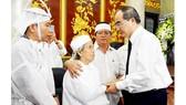 Bí thư Thành ủy TPHCM Nguyễn Thiện Nhân chia buồn với gia đình Đại tá, Anh hùng Nguyễn Văn Bảy