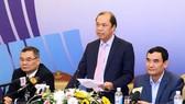Thứ trưởng Bộ Ngoại giao Nguyễn Quốc Dũng, Tổng thư ký Ủy ban Quốc gia ASEAN 2020 chủ trì họp báo. Ảnh: Lâm Khánh/TTXVN