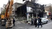 Một ngân hàng của Iran bị phóng hỏa. Nguồn: Reuters