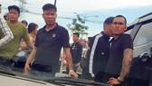 Hình ảnh giang hồ vây chặn xe công an ở Đồng Nai vào ngày 12-6-2019