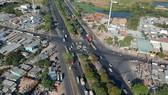Điểm đen giao thông ngã tư Nguyễn Văn Linh - quốc lộ 50, chiều 3-4-2020. Ảnh: CAO THĂNG