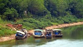 Tàu hút trộm cát trên sông Đồng Nai (xã Thống Nhất, huyện Bù Đăng)