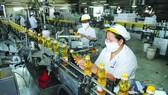 Sản xuất hàng thiết yếu tại TPHCM. Ảnh: CAO THĂNG