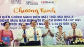 Ký hợp đồng mua điện mặt trời của hộ dân