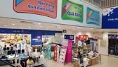 Khách hàng mua hàng giảm giá tại các hệ thống siêu thị