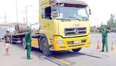 Cân tải trọng xe. Ảnh minh họa: PHẠM CAO MINH