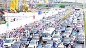 Đường Trần Duy Hưng (Hà Nội) thường xuyên ùn tắc vào giờ cao điểm. Ảnh: QUANG PHÚC