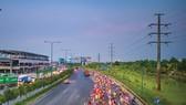 Metro số 1 song hành với xa lộ Hà Nội. Ảnh: GIANG SƠN ĐÔNG