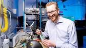 Tiến sĩ - nhà vật lý người Australia Andrew Horsley