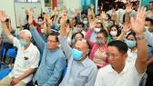 100% cử tri thống nhất giới thiệu đồng chí Trần Lưu Quang ứng cử đại biểu Quốc hội. Ảnh: VIỆT DŨNG