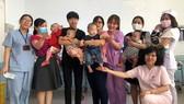 Các bé bị bỏ lại Khoa Bệnh lý sơ sinh BV Nhân dân Gia Định trong tình thương của các điều dưỡng, bác sĩ