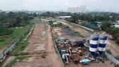 Đường Vành đai 2 đến nay vẫn chưa thể khép kín (Ảnh công trình thi công đường Vành đai 2 giai đoạn 3 tại TP Thủ Đức). Ảnh: CAO THĂNG