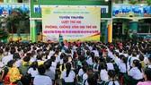 Tuyên truyền pháp luật cho học sinh để giúp trẻ tránh nguy cơ bị xâm hại. Ảnh chụp tháng 1-2021