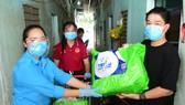 """Chương trình """"Triệu bữa cơm"""" trao quà cho gia đình thanh niên công nhân tại huyện Bình Chánh, TPHCM"""
