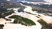 Doanh nghiệp san bạt đồi núi tan hoang để làm dự án điện gió trên đỉnh bán đảo Phương Mai