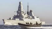 Tàu khu trục HMS Defender, Anh tuần tra khu vực Biển Đông. Ảnh: Reuters