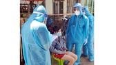 Tổ Y tế cộng đồng phường Tân Phú (quận 7) thăm khám các F0 không triệu chứng và F1 cách ly tại nhà