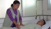 Mẹ bệnh tật nuôi con suy thận mãn