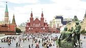 Khách tham quan đến thành phố Saint Petersburg