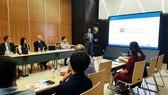 Ông Cary Ingram, chuyên viên Thương mại Quốc tế cấp cao phụ trách Công nghệ Viễn thông của Văn phòng Công nghệ thông tin và Y Tế thuộc Bộ Thương mại Hoa Kỳ trình bày tại hội thảo. Ảnh: QTSC