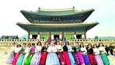 Đoàn khách TST tourist trải nghiệm văn hóa Hàn Quốc