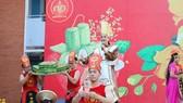 """Học sinh Trường THPT Nguyễn Du tái hiện  sự tích bánh chưng, bánh giầy trong buổi nói chuyện chuyên đề """"Tết 2020"""""""