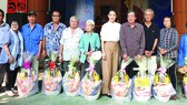 Gần 300 phần quà tết tặng nghệ sĩ nghèo