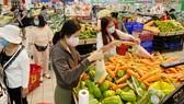 TPHCM: Các siêu thị, chợ vẫn hoạt động bình thường sau 0 giờ ngày 1-4