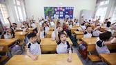 Các em học sinh tại HN thụ hưởng chương trình Sữa học đường ngay khi đi học lại sau thời gian giãn cách do dịch Covid-19