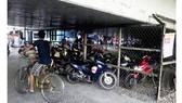 Bãi giữ xe dưới gầm cầu vượt Phú Mỹ
