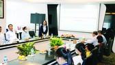 Đồng chí Phan Thị Sang, Phó Tổng giám đốc, Chủ tịch CĐCS Công ty phát biểu tại buổi lễ trao học bổng