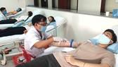 Tiếp nhận máu từ người hiến tình nguyện