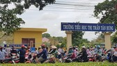 Trường Tiểu học thị trấn Tân Hưng, nơi xảy ra lạm thu các khoản tiền của phụ huynh